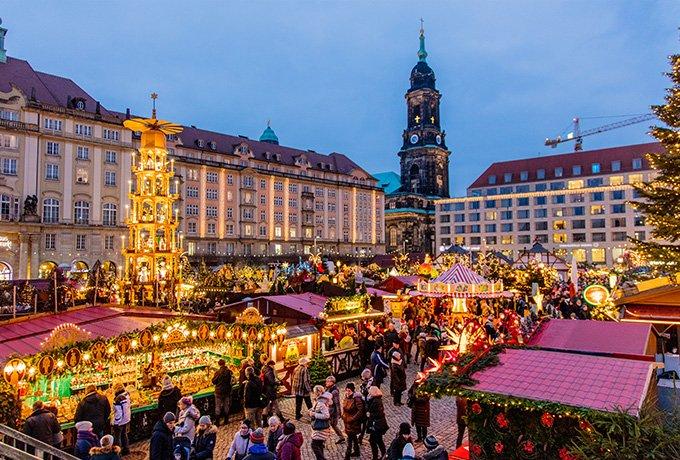 Kerstmarkt van Dresden piramide
