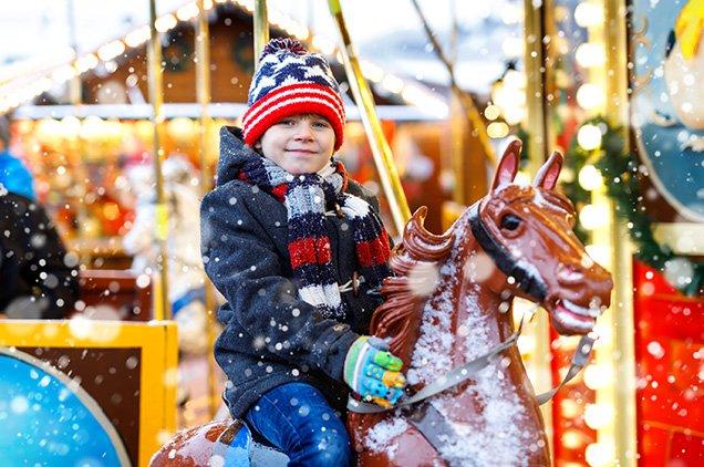 kind op kerstmarkt
