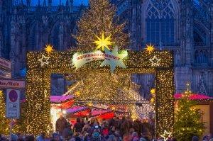 Versiering bij de Dom Weihnachtsmarkt Keulen